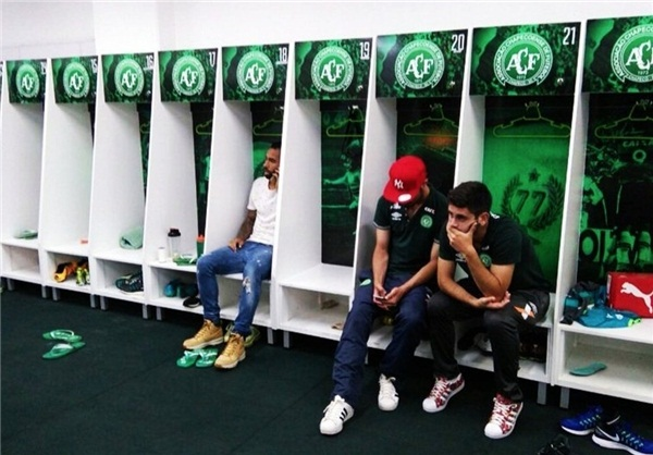 تکاندهندهترین عکس دنیای امروز فوتبال؛ آنهایی که از پرواز مرگ جا ماندند