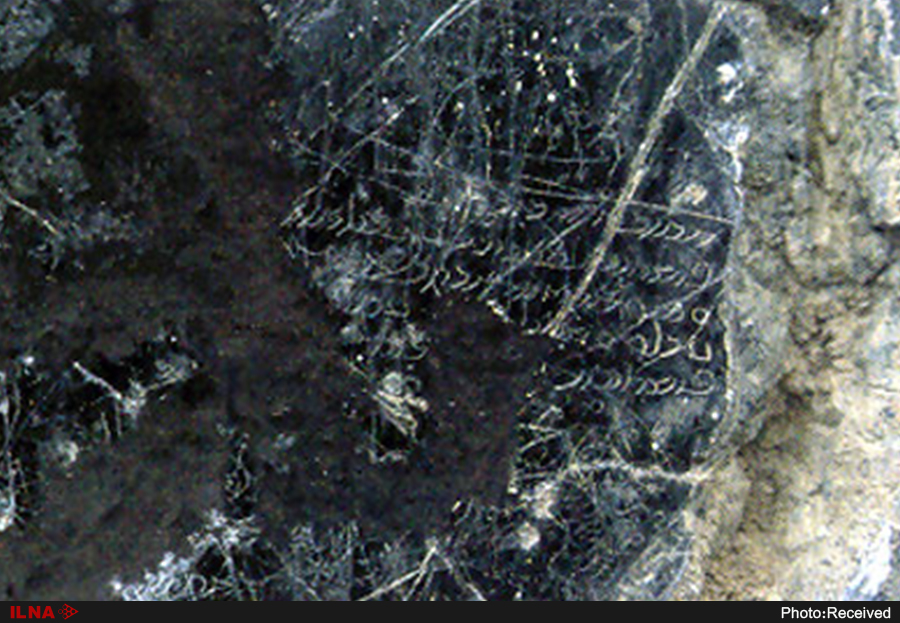 راز نقوش ذرهبینی، سنگهای افراشته روی گورها و صلیبهای شکسته لاخ مزار/ خانه فردوسی کجاست؟