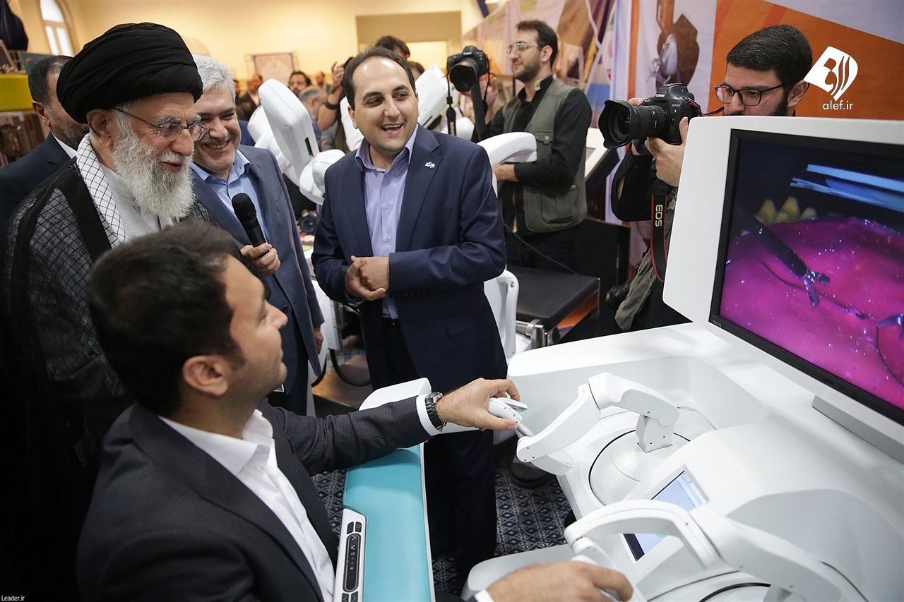 حاشیههای بازدید رهبر انقلاب از نمایشگاه شرکتهای دانشبنیان